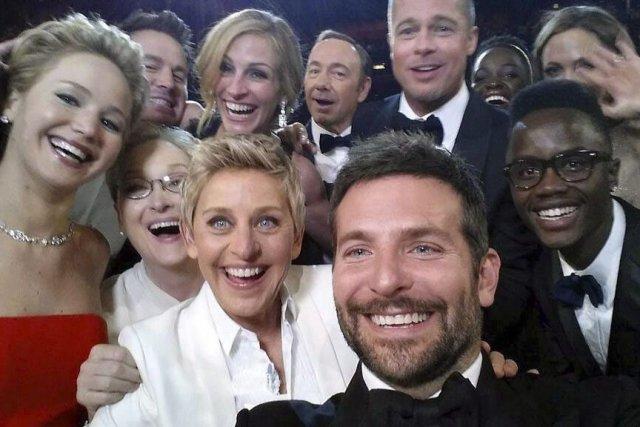 Le selfie d'Ellen DeGeneres aux Oscars.... (Photo: La Presse Canadienne)