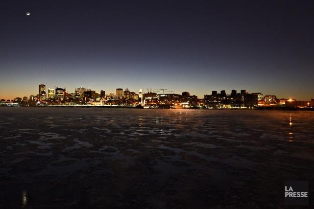 Vue du fleuve Saint-Laurent gelé, au centre-ville de... (PHOTO BERNARD BRAULT, LA PRESSE)