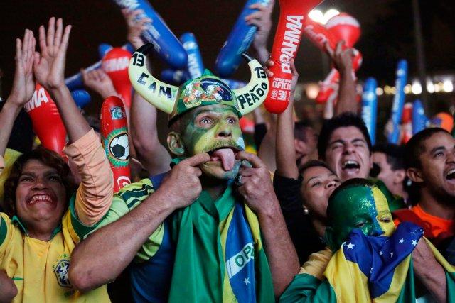 Il reste des billets pour seulement sept des 64 matchs de la prochaine Coupe du... (PHOTO NELSON ANTOINE, AP)
