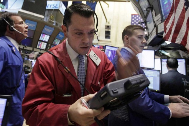 Wall Street a fini en légère hausse vendredi après la parution de chiffres... (PHOTO ARCHIVES REUTERS)