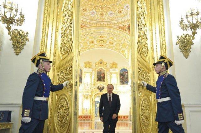 Le président russe Vladimir Poutine arrive à une... (Photo ALEXEY DRUZHININ, AFP)