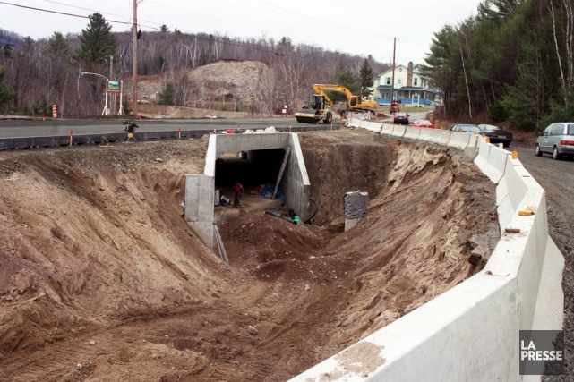 Aménagement d'un tunnel sous une route des Laurentides... (PHOTO ROBERT Nadon, ARCHIVES LA PRESSE)