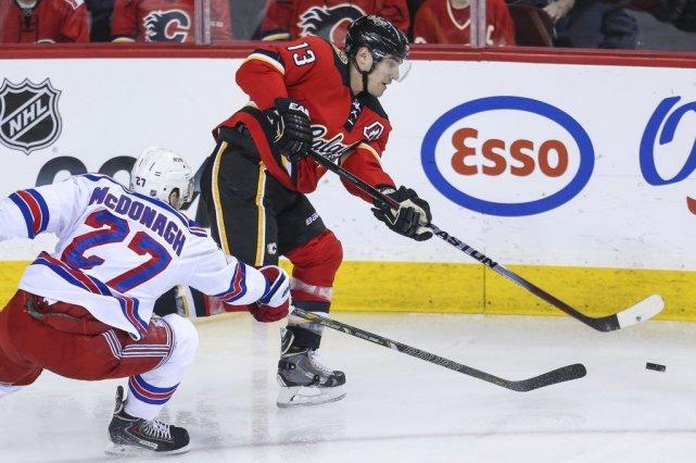 Mike Cammalleri a inscrit un but et une mention d'aide pour mener les Flames de... (Photo USA Today Sports)