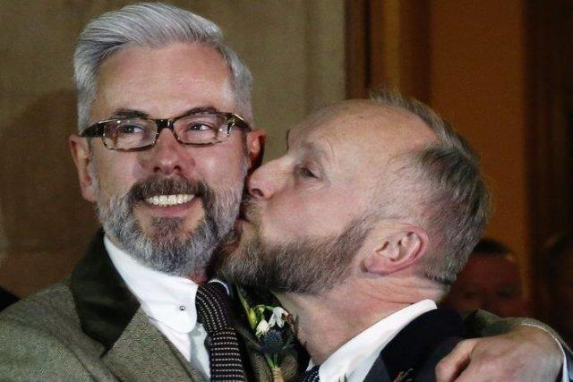 premiers mariages homosexuels c u00e9l u00e9br u00e9s en angleterre