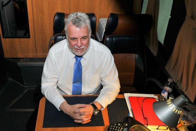 Le dernier débat terminé, Philippe Couillard était détendu,... (Photo Émilie O'Connor, collaboration spéciale)