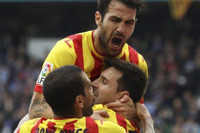 Lionel Messi (au centre) célèbre son but avec... (PHOTO GUSTAU NACARINO, REUTERS)