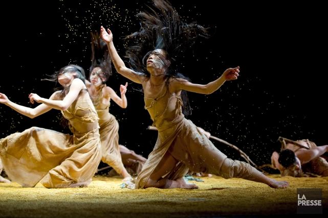 La gestuelle du Cloud Gate Dance Theatre de... (PHOTO ALAIN ROBERGE, LA PRESSE)