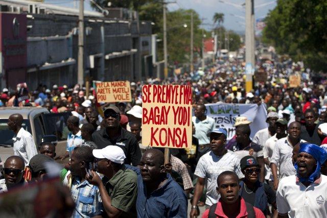 Les manifestants, proches des partis de l'opposition, estiment... (Photo Dieu Nalio Chery, AP)