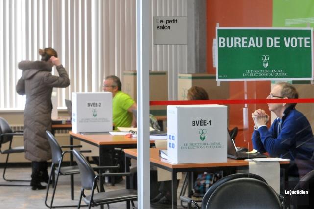 Les étudiants ont pu voter à l'Université du... (PHOTO MICHEL TREMBLAY, LE QUOTIDIEN)