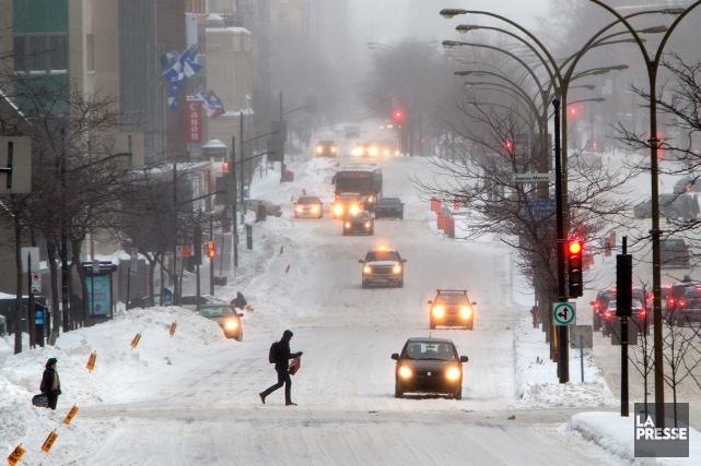 Les conditions routières étaient toujours mauvaises dans plusieurs régions du... (PHOTO ROBERT SKINNER, ARCHIVES LA PRESSE)