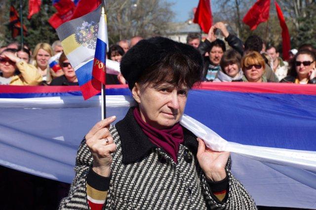 Une femme participe à une manifestation pro-Russe dans... (Photo: AFP)
