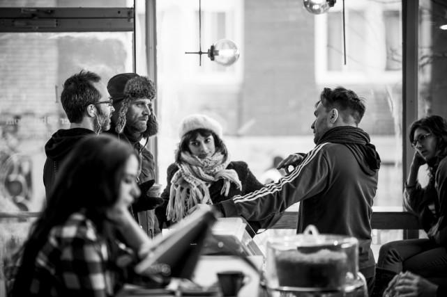 Le réalisateur Rafaël Ouellet s'entretient avec les acteurs... (Photo: fournie par la production)
