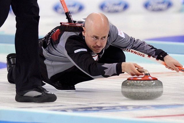 Le skip de l'équipe canadienne de curling, Kevin... (Photo Reuters)