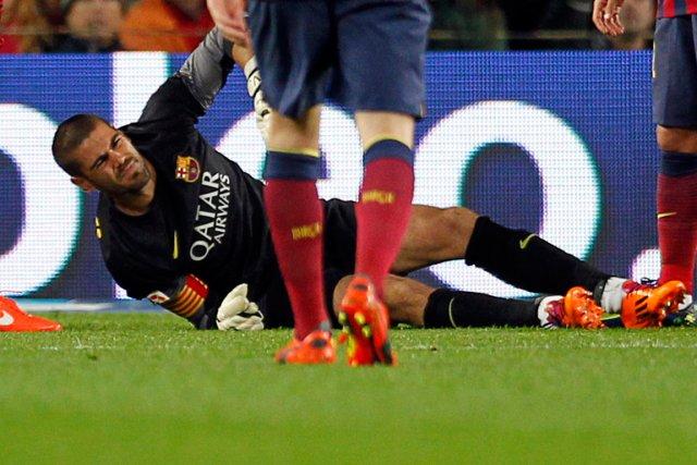 Le gardien du FC BarceloneVictor Valdes s'est blessé... (Photo Albert Gea, Reuters)