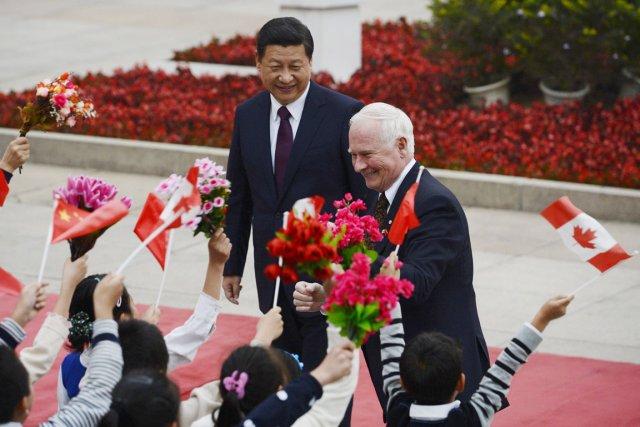 Le président chinois Xi Jinping, en compagnie du... (PHOTO KOTA ENDO, ARCHIVES AP)