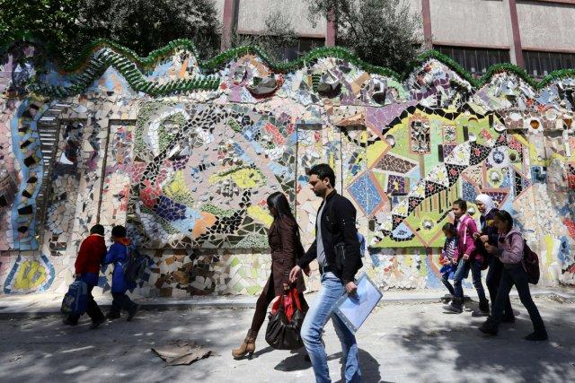 Le mur est fait à partir de pièces... (PHOTO LOUAI BESHARA, AFP)