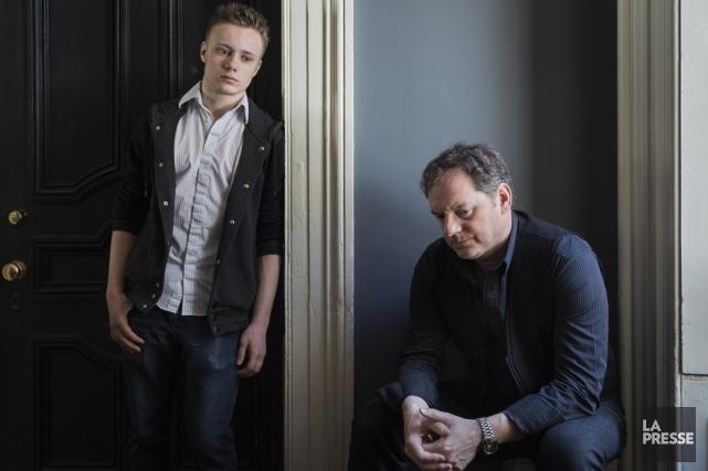 Paul Doucet (à droite) incarne un père qui... (Photo: Édouard Plante-Fréchette, La Presse)