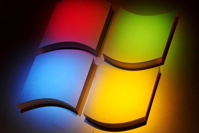 L'action Microsoft a clôturé lundi à la Bourse... (Photo ROBYN BECK, AFP)
