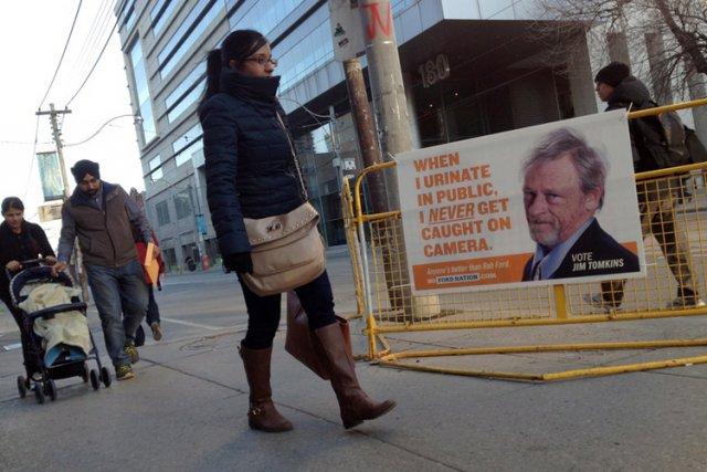 D'étranges pancartes électorales ont fait leur apparition lundi matin à... (Photo: PC)