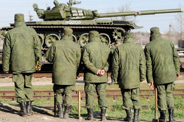 La présence de ces soldats - 20000 selon... (PHOTO OLGA MALTSEVA, AFP)