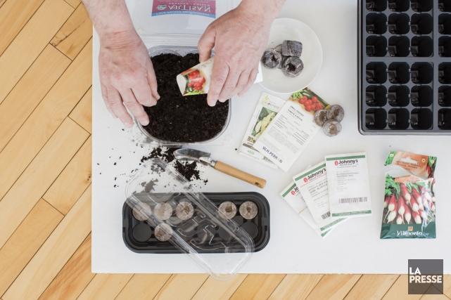 Ce qu'il vous faut : enveloppes de semences,... (PHOTO ÉDOUARD PLANTE-FRÉCHETTE, LA PRESSE)