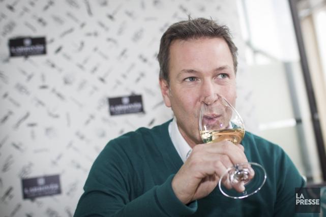 Les deux premiers vins de Ricardo Larrivée, un... (PHOTO OLIVIER PONTBRIAND, LA PRESSE)