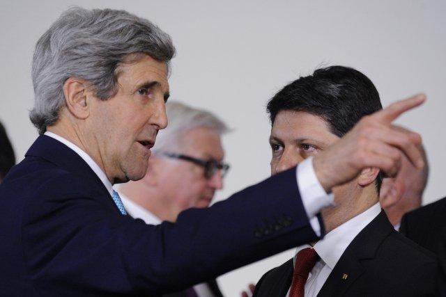 Le secrétaire d'État américain John Kerry et les... (Photo REUTERS)