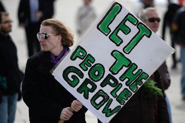 Les opposants affirment que les nouvelles mesures feront... (Photo Sean Kilpatrick, PC)
