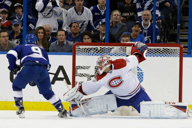 Tyler Johnson a inscrit le but gagnant en... (Photo Chris O'Meara, AP)