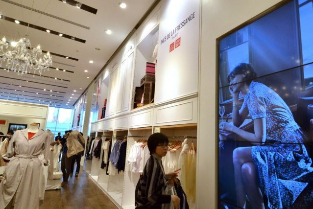 La marque japonaise Uniqlo poursuit sa stratégie de conquête d'un large public... (Photo Yoshikazu TSUNO, AFP)