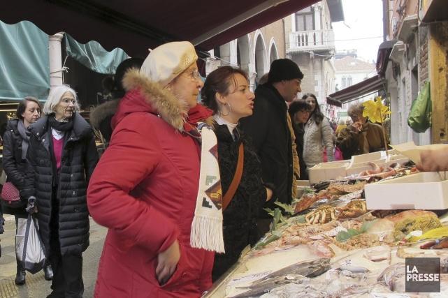 Choisir son poisson est l'un des plaisirs de... (Photo Marie-Christine Blais, La Presse)
