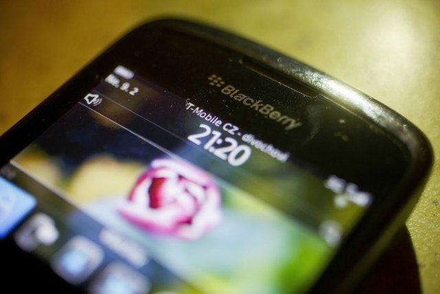 T-Mobilene proposera plus de BlackBerry sur son réseau... (Photo Martin Divisek, Bloomberg)