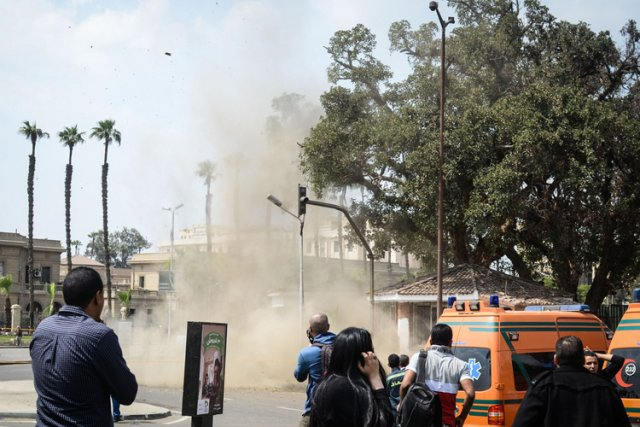 Une troisième bombe a explosé deux heures après... (Photo: AFP)