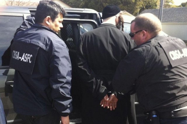 Des agents des services frontaliers du Canada ontarrêté... (Photo PC)