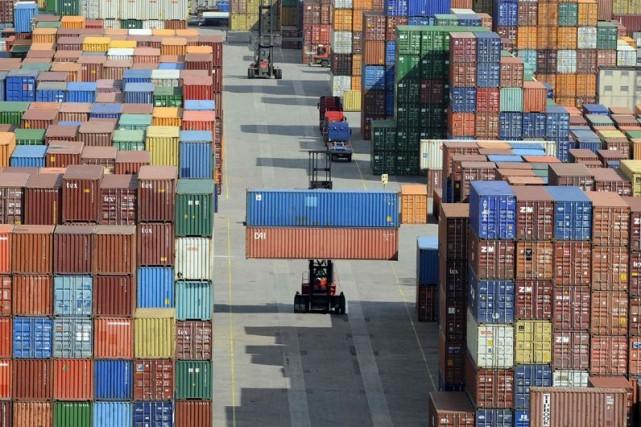 En février aux États-Unis, les importations ont augmenté... (Photo Fabian Bimmer, Associated Press)
