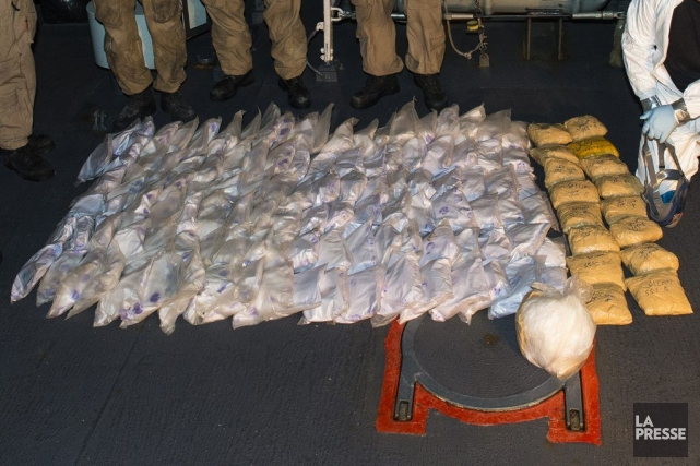 Les marins ont trouvé la drogue emballée en... (Photo Cpl Michael Bastien, Services d'imagerie des FMAR)