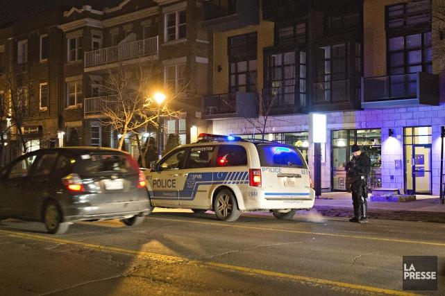 L'importante opération policière qui s'est déroulée, jeudi en fin de soirée à... (Photo Félix O.J. Fournier, La Presse)