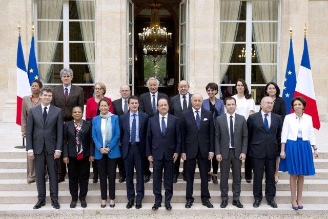 Les 16 ministres - huit femmes et huit... (PHOTO ALAIN JOCARD, AFP)