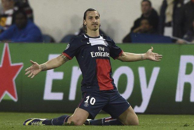 Ibrahimovic s'est blessé lors du matchde la Ligue... (PHOTO FRANCK FIFE, AFP)