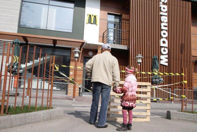 Le McDonald's de Simferopol est l'un des trois... (PHOTO YURIY LASHOV, AFP)