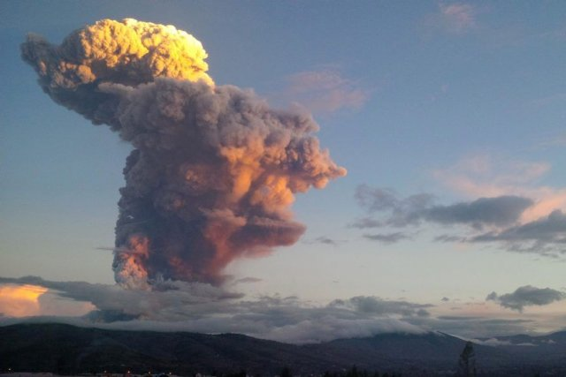 Selon l'Institut géophysique de l'Équateur, l'explosion s'est produite... (Photo Reuters)