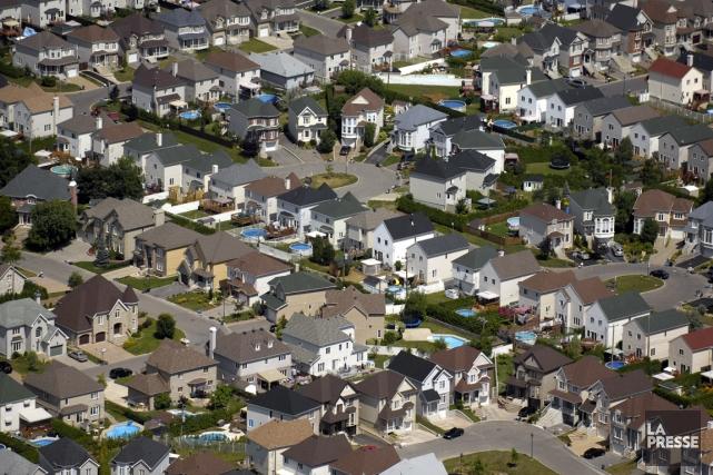 Les terrains coûtent moins cher en banlieue, les... (PHOTO BERNARD BRAULT, ARCHIVES LA PRESSE)