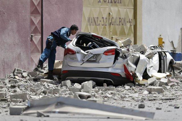 Les recherches se sont poursuivies, hier à Iquique,... (Photo Ivan Alvarado, Reuters)