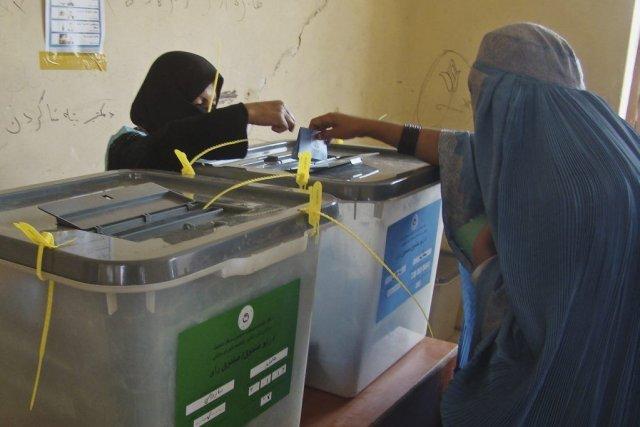 Le scrutin s'est déroulé sans incident majeur, malgré... (Photo Abdul Khaliq, AP)