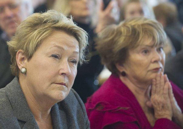 Le recours à Janette Bertrand (à droite), qui... (Photo Graham Hughes, La Presse Canadienne)