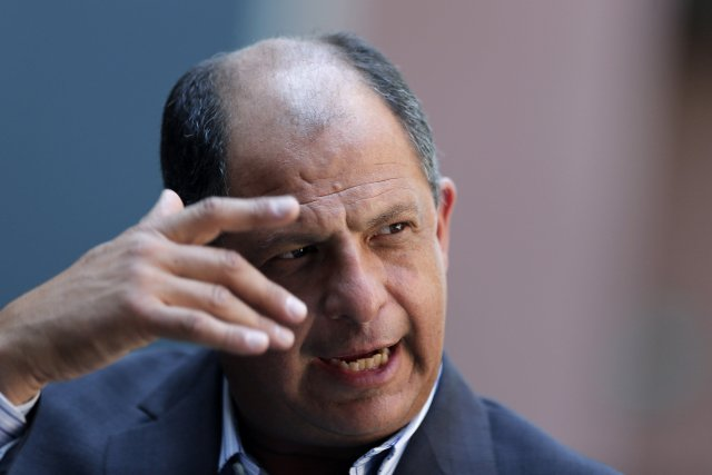 Luis Guillermo Solisa promis de lutter contre la... (Photo Juan Carlos Ulate, Reuters)