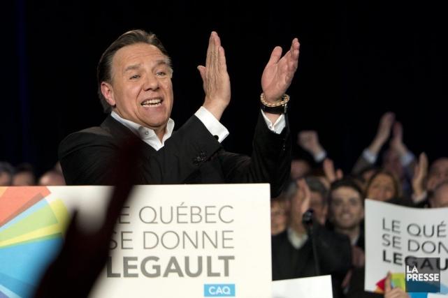 La caravane de François Legault fait campagne dans... (Photo Robert Skinner, La Presse)