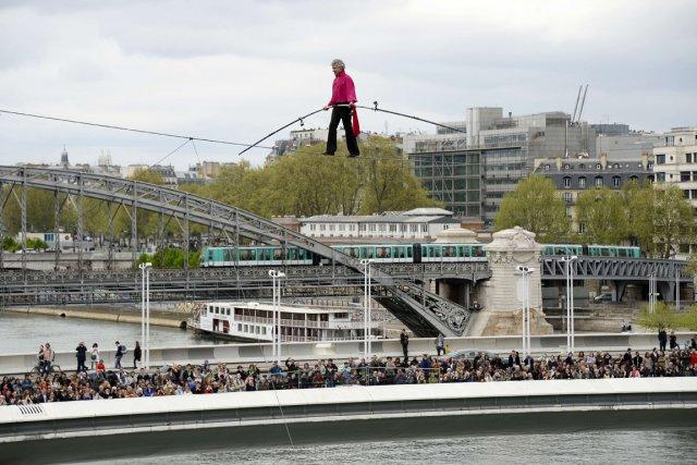 Denis Josselin a traversé le fleuvesous l'oeil de... (PHOTO BERTRAND GUAY, AFP)