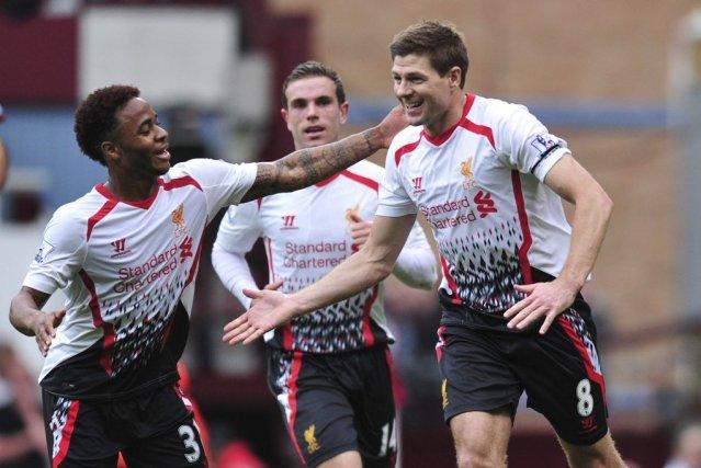 Le capitaine Steven Gerrard (à droite) a marqué... (PHOTO CARL COURT, AFP)
