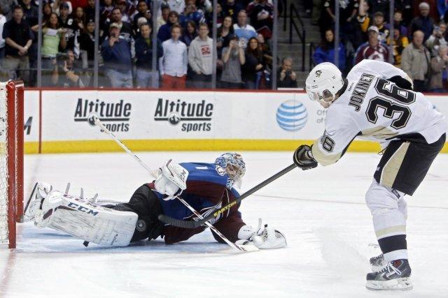 Jussi Jokinen a déjoué le gardien Semyon Varlamov à l'aide d'un tir dans la... (Photo: Reuters)